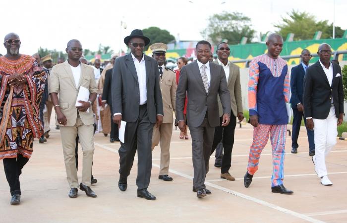 Jimi Hope en compagnie du Chef de l'Etat Togolais Faure Gnassingbé pour l'inauguration des fresques de la paix dont il fut l'un des artistes réalisateurs