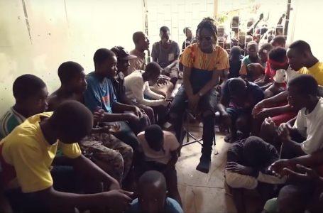 Vidéo/ Sourire Ensemble réussit le pari de faire collaborer enfants de rue et grandes stars de la Musique