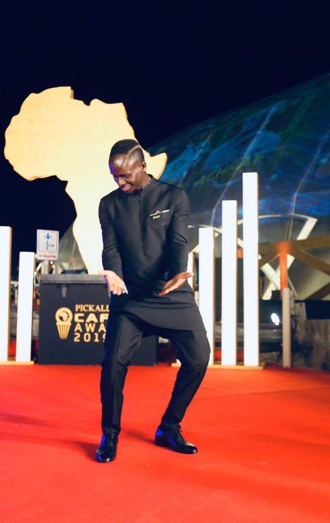 Quelques pas de danse de Sadio Mané pour savourer son sacre