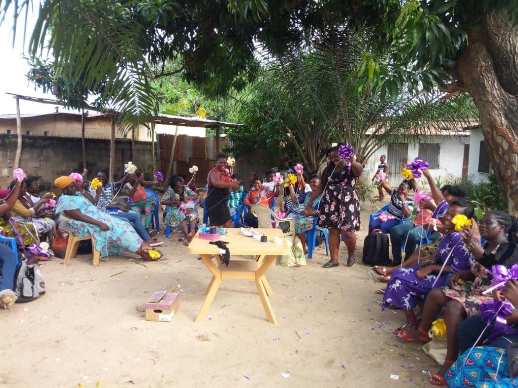 Un atelier de formation de jeunes femmes en décoration