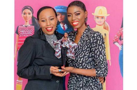 Afrique du Sud/ Lira, la première femme africaine à posséder une poupée Barbie à son effigie.