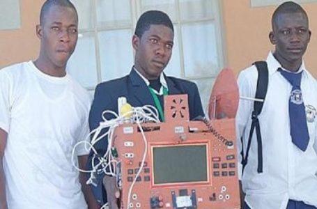 NAMIBI/ Sans fil, sans carte SIM, et sans crédits de communicatin: c'est le téléphone que propose Simon PETRUS, 19 ans