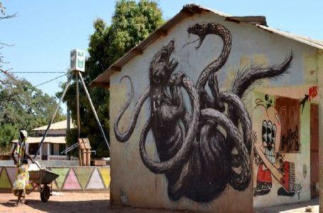 Galoya/ le village gambien qui attire des visiteurs grâce à ses graffitis