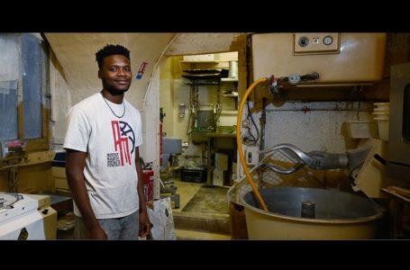 Un apprenti boulanger guinéen obtient un titre de séjour en France, après une grève de la faim de son patron